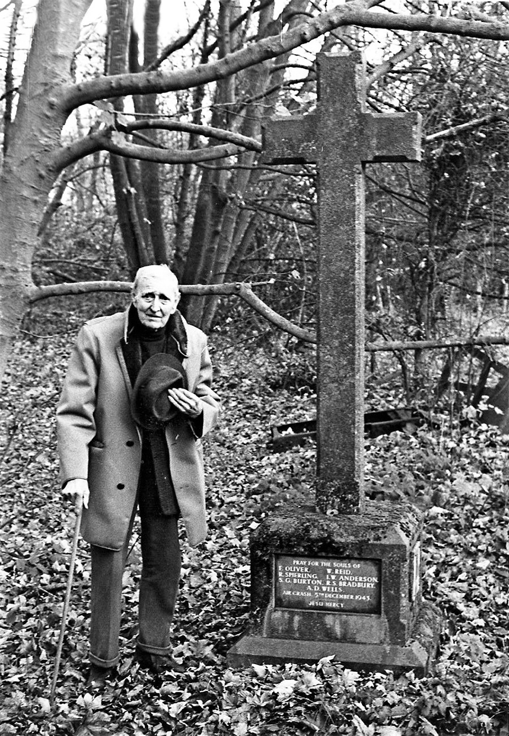 Mr Sidney Smith at the Scallows Wood Memorial in 1984
